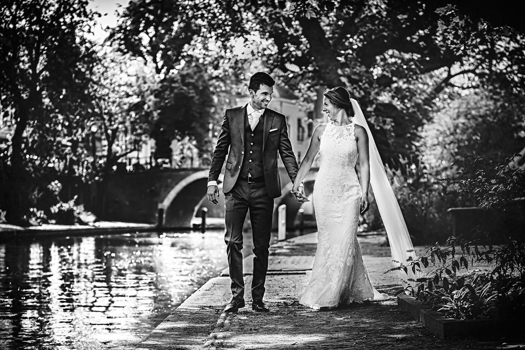 Ongedwongen bruidsfotografie in Utrecht, Trouwfotograaf Utrecht, Trouwen in het hart van Utrecht, Bruidsfotograaf Utrecht