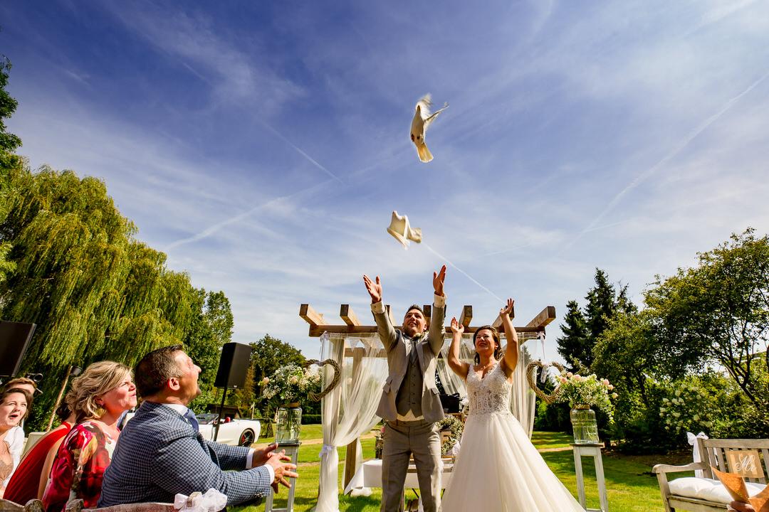 trouwfotografie Kootwijkerzand, Trouwfotograaf Kootwijkerbroek, Trouwen bij Thematuin de Heihut, bruidsfotografie Kootwijkerbroek
