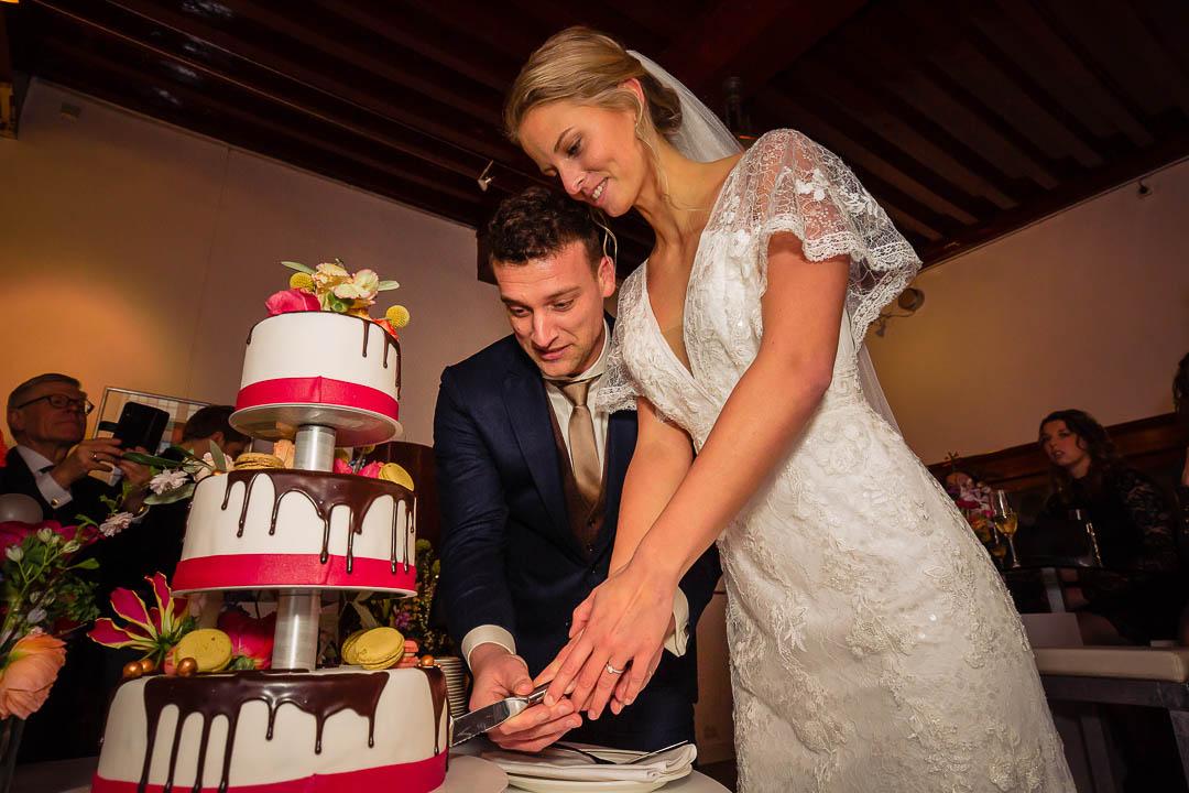 prachtige bruidstaart Amersfoort, bruidsjurk Modeca, trouwfotografie bij Marienhof