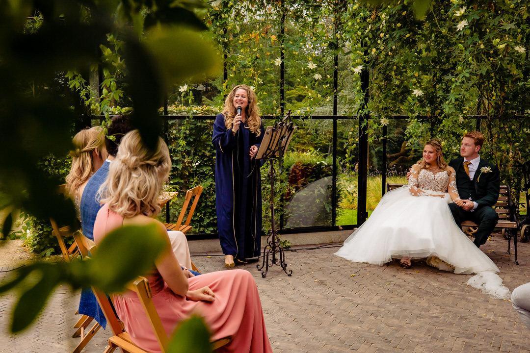 trouwfotografie Arnhem, Trouwen bij De Lage Oorsprong, Bruidsfotografie Arnhem, trouwreportage Arnhem, bruidsfotograaf Arnhem, Tintelend Trouwen, trouwen in de kas, bruidsfotografie Tuin de Lage Oorsprong