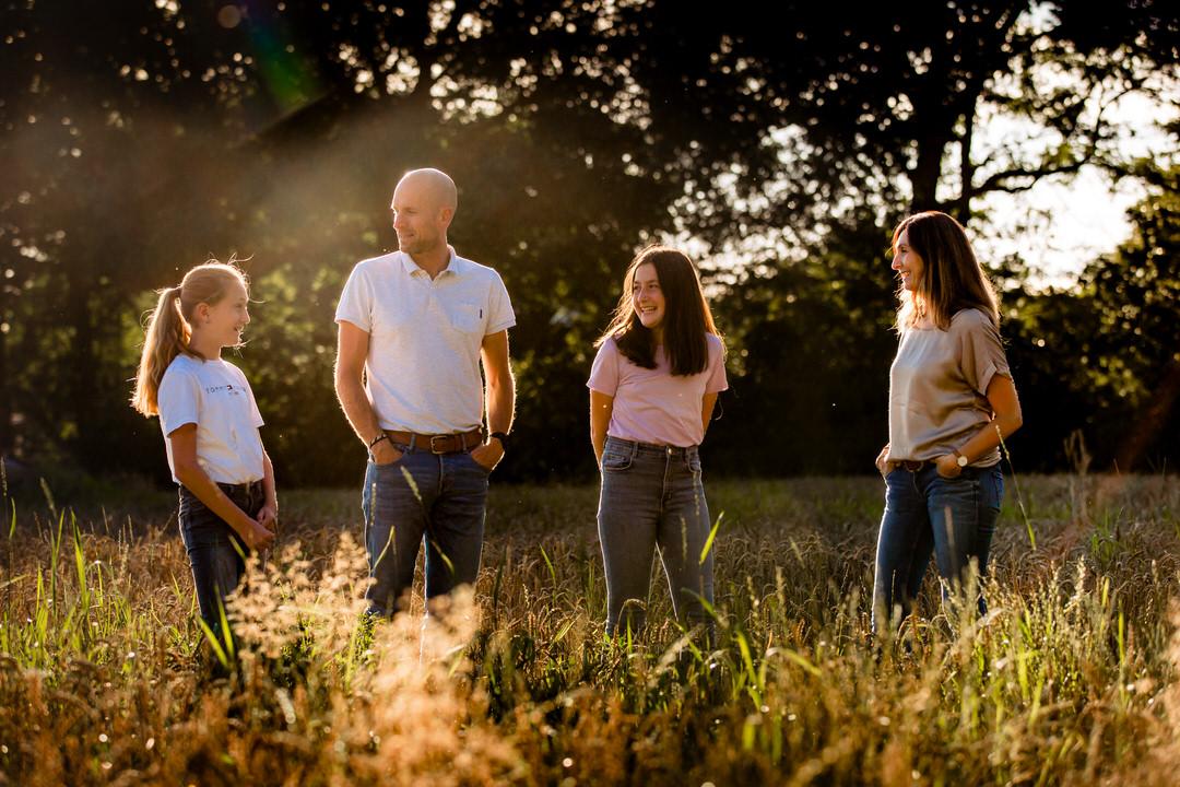 ongedwongen familie fotoshoot Ede, familie fotografie Ede zoals jullie zijn, dé familie fotograaf van Ede, familie fotoshoot Selijn Fotografie