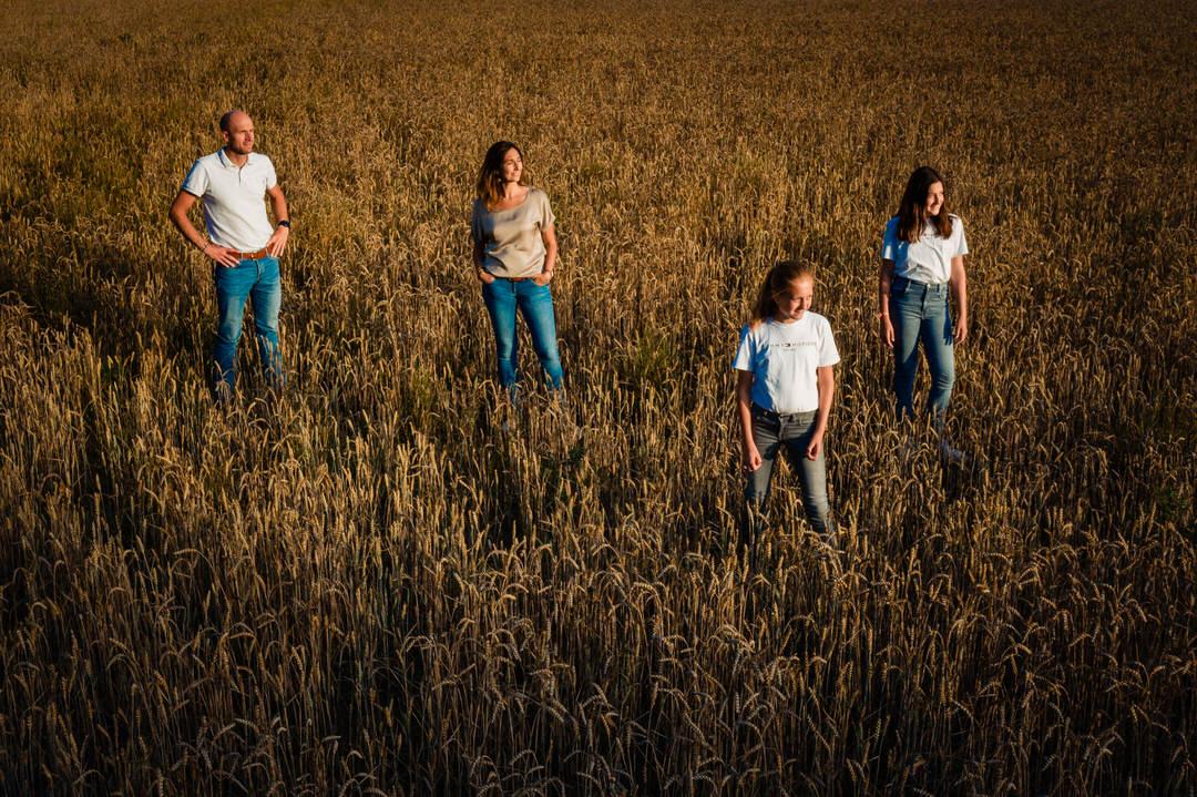 ongedwongen familie foto shoot, familie fotoshoot Ede, dé familie fotografie van Ede, familie fotoshoot Selijn Fotografie, gezinsshoot Ede, portretfotografie Ede