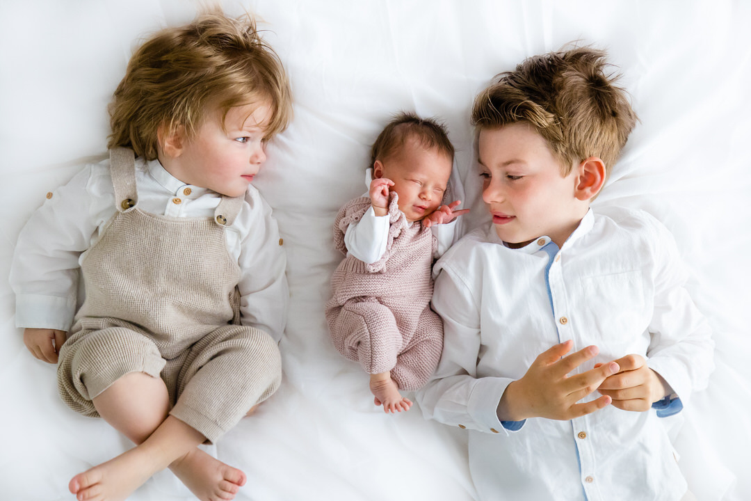 gezellige newbornshoot in Ede, newbornshoot in Ede, ongedwongen fotoshoot Ede